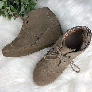 Toms 'Desert' Wedge Bootie in Taupe / Tan